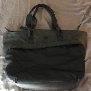 Great condition lululemon shoulder bag